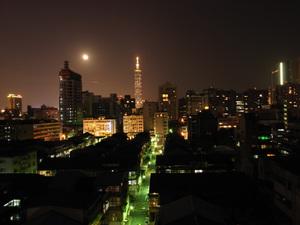 18夜月と台北101